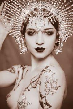 Janet Fischietto: Italian burlesque dancer