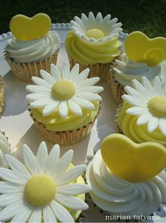Daisy and heart cupcake toppers LOVE THESE! I think these are the ones