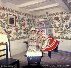 Hungarian Embroidery, Folk Embroidery, Embroidery Patterns, Folk Dance, Folk Music, Scandinavian Interior, Chain Stitch, Beautiful Interiors, Traditional Outfits