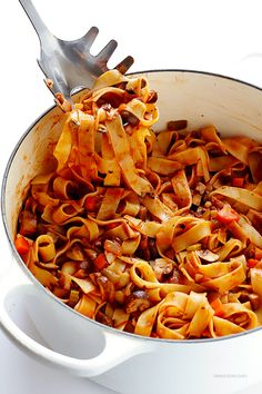 This Mushroom Bolognese recipe is an easy, hearty, and oh-so-delicious vegetarian (and vegan!) take on traditional bolognese. Pasta Recipes, Dinner Recipes, Cooking Recipes, Dinner Ideas, Mushroom Bolognese, Bolognese Sauce, Vegetarian Recipes, Healthy Recipes, Vegetarian Cooking