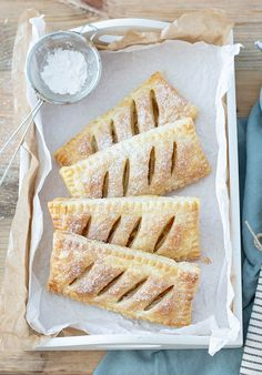 Fast puff apple bags A PARTY magazine- Blätterteig Apfeltaschen Puff Pastry Apple Pie, Puff Pastry Recipes, Apple Pies, How To Cook Ham, Apple Desserts, Sweet And Salty, Creative Food, Cake Recipes, Food Porn