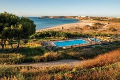 PORTUGAL'S BEST FAMILY-FRIENDLY HOTELS words by MARY LUSSIANA Martinhal Sagres, Portugal (Condé Nast Traveller) Uk - August 2015