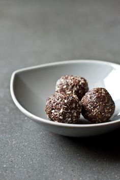 almond chocolate chia bites - gluten free/grain free/vegan