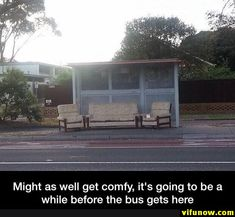 Comfy bus stop Drive Me Crazy, Bus Stop, Funny Pictures, Funny Pics, Funny Stuff, Funny Texts, Funny Animals, Fun Facts, Haha