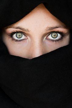 Deep green eyes by Cristina Díaz, via 500px