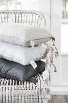 Riverdale Must Have, maart bij Stijl & Co Contemporary Patio, Linens And More, Interior Decorating, Interior Design, Textiles, Designer Pillow, Soft Furnishings, Apartment Living, Interior Inspiration