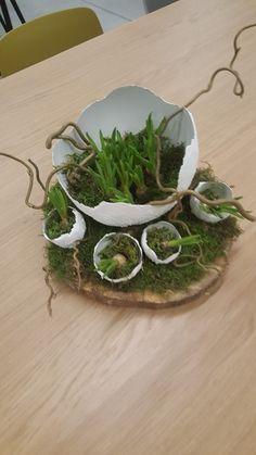 Paasstuk - Diy and Crafts Mix Diy Spring Wreath, Diy Wreath, Easter Flowers, Spring Flowers, Easter Egg Crafts, Easter Eggs, Spring Flower Arrangements, Small Flowers, Diy And Crafts