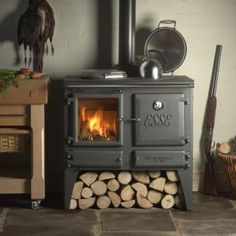 The Esse Ironheart Multi Fuel / Wood Burning Range Cooker is a combination of a superb log burner stove and a traditional cast iron Esse cooker with an outstanding heat output of suitable for any traditional farmhouse kitchen. Into The Woods, Log Homes, Tiny Homes, Cabin Homes, Old Stove, Stove Oven, Kitchen Stove, Multi Fuel Stove, Cooking Stove