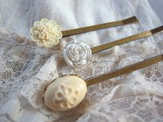 handmade   button   accessory   crafts   beads   vintage  hairpin  Bobby Pin