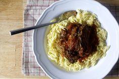 oven-braised beef with tomato and garlic - Smitten Kitchen (http://smittenkitchen.com/blog/2015/02/oven-braised-beef-with-tomatoes-and-garlic/)
