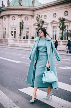 Monochrome outfit for a modern and elegant winter look - Mode Outfits, Fashion Outfits, Style Fashion, Blue Fashion, Fashion Women, Turquoise Fashion, Fashion 2020, Trendy Fashion, Fashion Trends