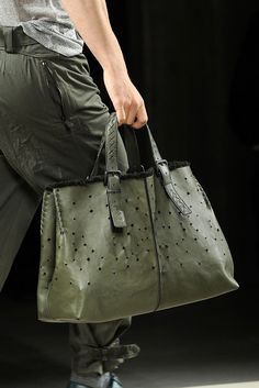 Bottega Veneta Spring 2011 Menswear Fashion Show Details Brahmin Handbags, Tote Handbags, Beautiful Handbags, Beautiful Bags, Leather Shoulder Bag, Leather Bag, Big Bags, Branded Bags, Shopper