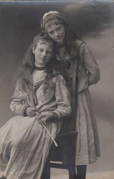 Princesse Marie-Gabrielle (1893-1908) et Elisabeth (1894-1962) d'Urach filles du prince Whilelm et de sa première épouse Amélie de Bavière