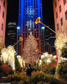 Rock Center Christmas Tree, NYC @Ann Flanigan Petitjean  so jealz!
