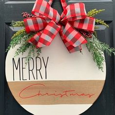 christmas signs Easy DIY Christmas Decor Ideas for Front Porch - Wooden Signs Diy Christmas Decorations Easy, Christmas Projects, Holiday Crafts, Christmas Decor Dollar Tree, Diy Christmas Home Decor, Christmas Ribbon Crafts, Cricut Christmas Ideas, Holiday Decor, Rustic Christmas