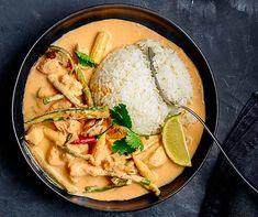 Da wird einem warm ums Herz - und im Magen: rotes Thai-Curry mit Pouletfleisch. Blitzschnell fertig. Slow Food, Okra, Thai Curry, Food And Drink, Asian, Meat, Chicken, Healthy, Ethnic Recipes
