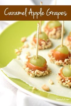 Caramel Apple Grapes are the perfect snack! Grapes dipped in caramel and then in nuts. A little treat that tastes like caramel apple in every bite. snacks with apples Caramel Apple Grapes - Belly Full Fingerfood Party, Appetizers For Party, Appetizer Recipes, Dessert Recipes, Toothpick Appetizers, Party Recipes, Party Dips, Easy Party Snacks, Game Night Snacks
