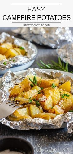 Camping Food Discover Easy Campfire Potatoes Recipe - Happy Foods Tube Looking for easy camping recipes? Try these easy campfire potatoes with onion rosemary and parmesan! They can be cooked in the ashes on a grill or in the oven. Campfire Potatoes, Campfire Food, Campfire Recipes, Best Camping Recipes, Potatoes On The Grill, Easy Campfire Meals, Summer Recipes, Happy Foods, Outdoor Cooking
