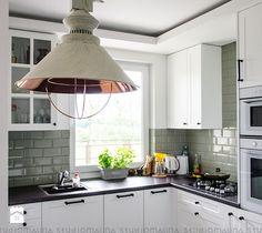 Aranżacje wnętrz - Kuchnia: Kuchnia styl Skandynawski - Studio Malina – Architekci & Projektanci wnętrz. Przeglądaj, dodawaj i zapisuj najlepsze zdjęcia, pomysły i inspiracje designerskie. W bazie mamy już prawie milion fotografii!