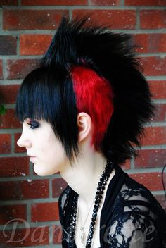 Loving the red on the shaven side, plus the straight bangs. Very different! #goth #deathhawk #sidecut
