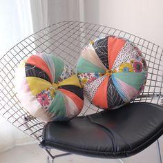 Preciosos cojines redondos de patchwork
