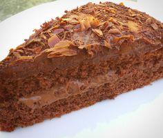 Zum Kaffee selbst gemachter Schokoladen Kuchen. Guten Appetit..
