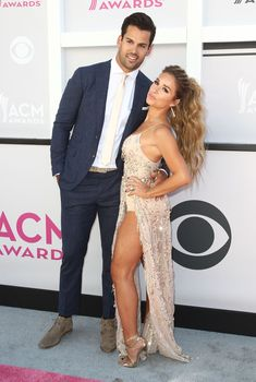 NFL player Eric Decker (L) and singer Jessie James Decker arrive for the 52nd Academy of Country Music Awards on April 2, 2017, at the T-Mobile Arena in Las Vegas, Nevada. / AFP PHOTO / Tommaso Boddi (Photo credit should read TOMMASO BODDI/AFP/Getty Images)