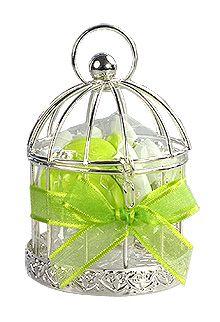 Mini cage à oiseaux argentée avec dragées - Craquez pour cette mini cage à oiseaux qui renfermera vos délicieux dragées ! Réhaussée par un somptueux noeud en organza, choisissez sa couleur pour une personnalisation totale. Livrées avec 10 dragées par sac (5 aux amandes + 5 au chocolat Prestige).