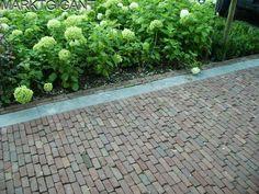 Brick patio with stone border Love Garden, Home And Garden, Garden Paths, Garden Landscaping, Small Front Gardens, Outdoor Tiles, Market Garden, Garden Inspiration, Outdoor Gardens