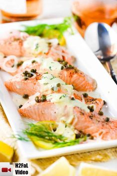 Poached salmon with capers and hollandaise sauce on a white platter Salmon Recipes, Seafood Recipes, New Recipes, Dinner Recipes, Cooking Recipes, Healthy Recipes, Poached Fish Recipes, Summer Recipes, Fancy Recipes