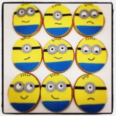 Minion cookies Cookies For Kids, Baby Cookies, Birthday Cookies, Sugar Cookies, Minion Theme, Minion Party, Cookie Pops, Cookie Swap, Minion Cookies
