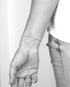 "MgA. Michal Feuermann na Instagramu: ""#TattooerWithNoTattoos #SingleNeedleTattoo #BerlinBookingSoon"""