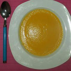 #Crema de #calabaza: #Calabaza. #Cebolleta. #Ajo picado. Un chorlito de aceite de oliva.  Un plato bajo en calorías y muy rico en #vitaminas.  Muchas felicidades: Noa, Sergio, Almudena y Alex, que está semana habéis adelgazado 1.7 kg.  Todos pacientes de #Sanxenxo.  Muchas felicidades chich@s.  Ana Vidal. Nutrición, dietètica y motivación.