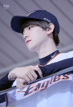 Find images and videos about kpop, exo and baekhyun on We Heart It - the app to get lost in what you love. Sehun, Selca Baekhyun, Kpop Exo, Baekyeol, Chanbaek, Kris Wu, K Pop, Kai, Baekhyun Wallpaper