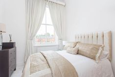 KENSINGTON HOUSE  Four bed, two bathroom first floor apartment. Fully integrated kitchen with granite worktops, spacious reception room and high ceilings and sash windows throughout. Set within gated development with CCTV, 24 hour security, virgin active spa and bistro. #propertyhunt #londonproperty #dreamapartment #graniteworktops #sashwindow #highceiling #dreamproperty #essex #essexproperty