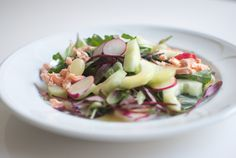 Fall salad with salmon, grapes andradishes