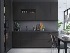 Küchenschrank kiefer ~ Einfarbige küche mit ivar elementen mit böden in kiefer mit viel