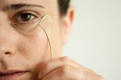 Anti-Fashion Fashion: Jewelry That Celebrates Wrinkles Instead Of Hiding Them~Noa Zilberman Body Jewelry, Jewelry Art, Unique Jewelry, Jewelry Design, Gold Jewellery, Jewelry Sketch, Hand Jewelry, Custom Jewelry, Le Divorce