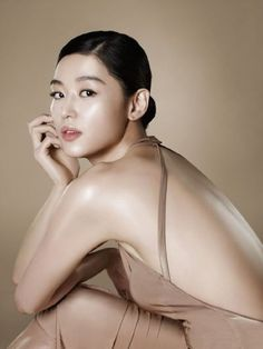 Best tutorial on how to achieve Korean makeup. Natural and dewy makeup look tuto… - Natural Makeup Bridal Dewy Makeup Look, Korean Makeup Look, Korean Makeup Tips, Korean Makeup Tutorials, Natural Makeup, Beauty Makeup, Eye Makeup, Strobing Makeup, Makeup Lipstick