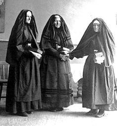 Nordrhein-Westfalen. Frauen in der Trauertracht des Ravensberger Landes. ca. 1922 #Ravensberg