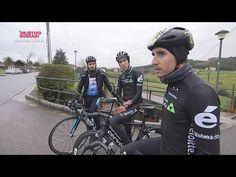 Los ciclistas del Dimension Data Omar Fraile e Igor Antón, junto a Alain Etxabe, analizan los peligros de las carreteras. Fuente:EiTB