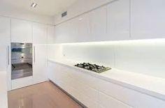Caesarstone Quartz and Concetto Gallery Ikea Kitchen, Kitchen Interior, Kitchen Dining, Kitchen White, Minimal Kitchen, Kitchen Modern, Kitchen Cupboard Doors, Decoration, Pure White