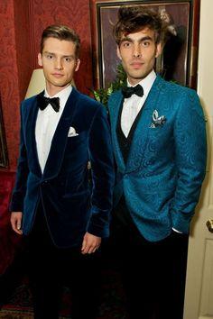 velvet-grooms-blazers-and-costumes-for-a-winter-wedding-9 - Weddingomania