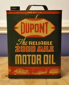 If you're a designer tasked to create authentic-looking vintage motor oil packaging, here are 25 inspiring designs you can get inspiration from. Vintage Packaging, Vintage Branding, Packaging Design, Vintage Lettering, Vintage Oil Cans, Vintage Tins, Vintage Labels, Old Gas Pumps, Vintage Gas Pumps