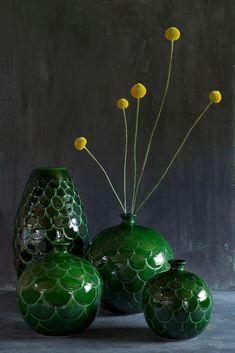 Laadukkaat Tanskalaiset saviruukut Clay Pots, Garden Planters, Pink Grey, Glass Vase, Interior Decorating, Pottery, Ceramics, Crafty, Flowers