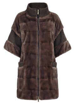 Fur Coat Fashion, Sweater Fashion, Formal Coat, Coats For Women, Clothes For Women, Diy Kleidung, Shearling Coat, Classic Outfits, Fur Jacket