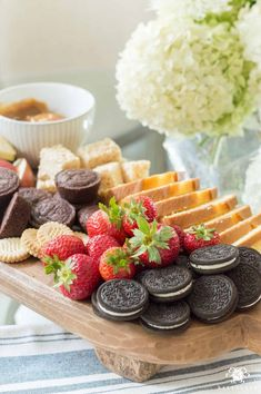Easy Fondue Dessert Board (Plus, Other Killer Party Platter Ideas) Party Food Trays, Party Platters, Food Platters, Party Snacks, Vegetable Platters, Holiday Desserts, Easy Desserts, Appetizer Recipes, Dessert Recipes