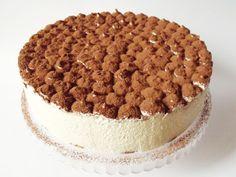 Még a legidősebb fiú születésnapjára készült ez a torta, aki feltétlen rajongója a tiramisunak.   A recept alapja a Tiramisu , k...