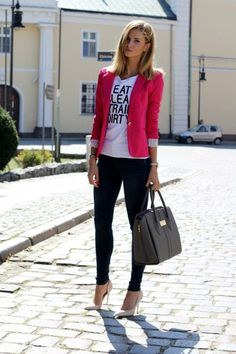 """Pink blazer with tee and casual jeans leather handbag nude heels the perfect fall outfit. I love the """"eat clean train dirty"""" shirt Casual Chic, Jeans Casual, Fashion Mode, Look Fashion, Street Fashion, Fashion Trends, Fashion Ideas, Women's Fashion, Trending Fashion"""