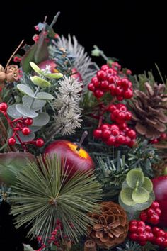 Autumn Wreath Type Fragrance Oil by Nature's Garden Scents is a warm spice aroma of fruit, cloves, and nutmeg. Autumn Wreaths, Christmas Wreaths, Christmas Crafts, Christmas Ornaments, Merry Christmas, Fall Smells, Purple Plates, Soap Supplies, Candlemaking